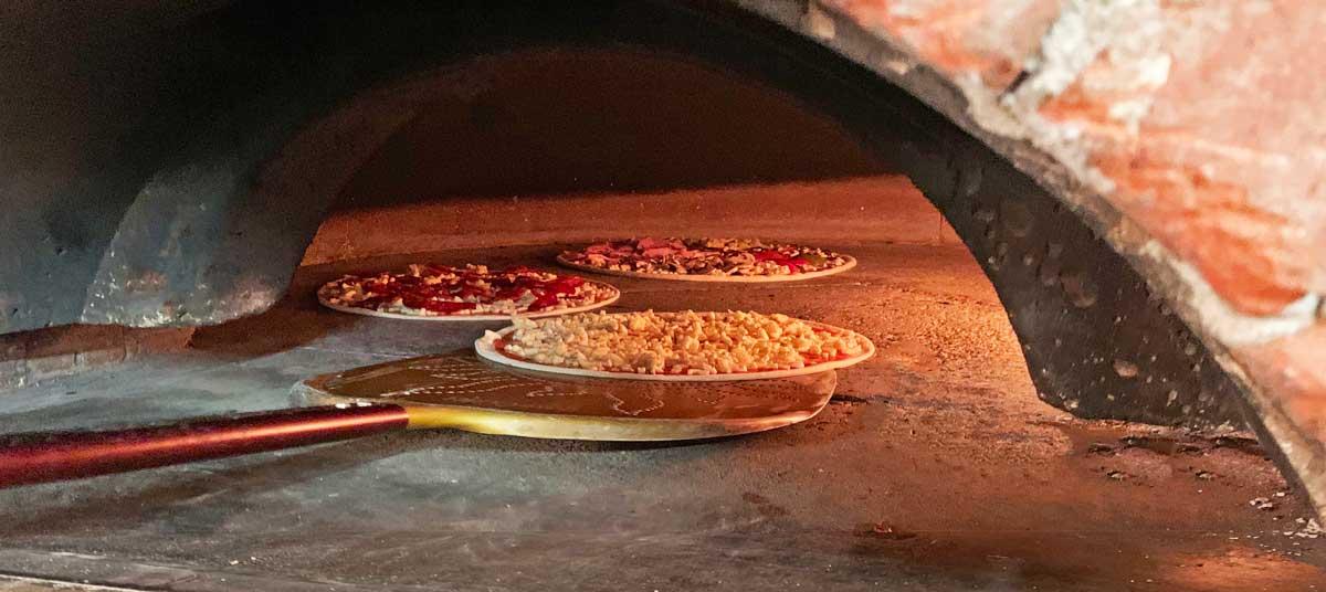 Pizzeria mit Holzofen in Gwatt bei Thun